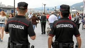 Equipo de la Ertzainza de Donostia.