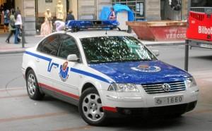 Coche de policía de la Ertzain-Etxea de Donostia.