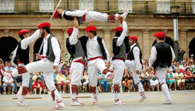 Arranca un curso para aprender a cantar y bailar melodías tradicionales