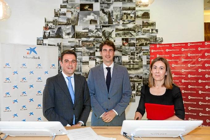 El acuerdo se ha firmado entre el Ayuntamiento de Bilbao y la entidad financiera MicroBank.