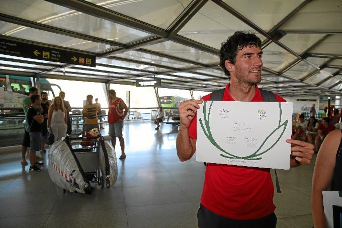 El piragüista Ander Elosegi ya está en casa tras conseguir diploma olímpico en Río